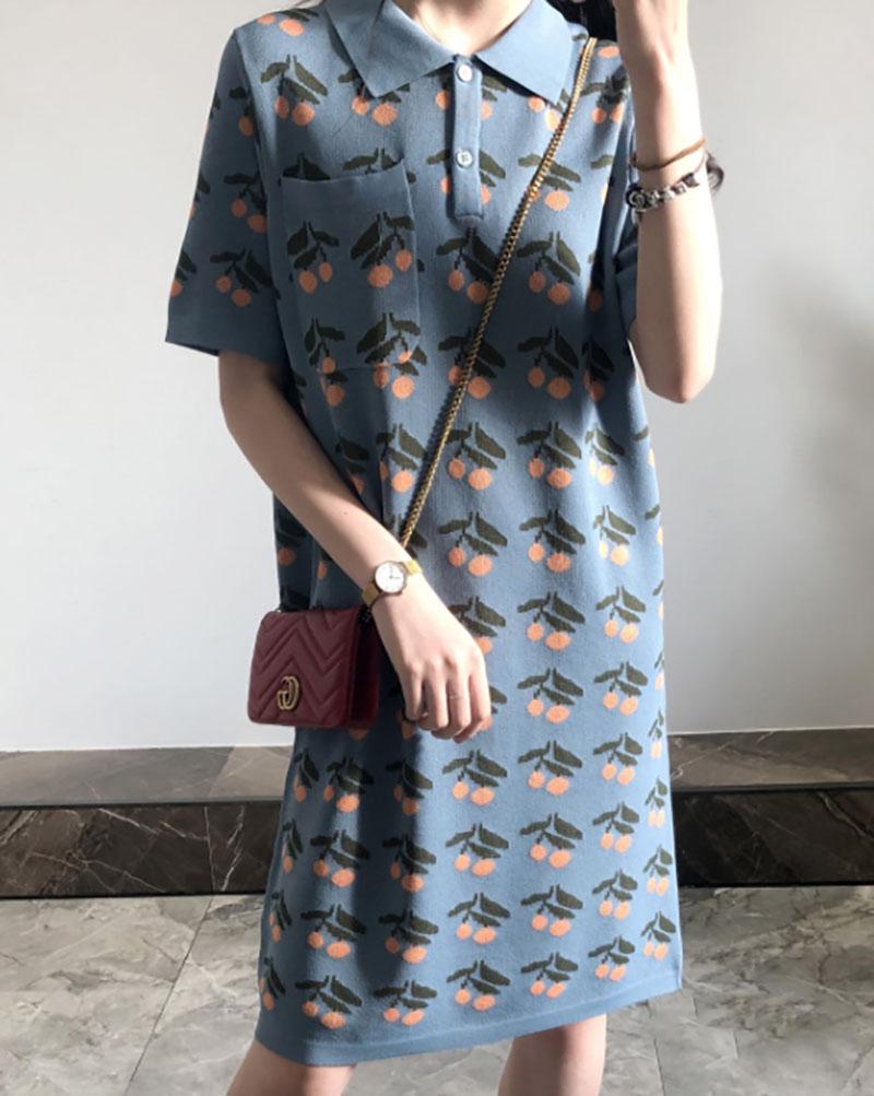Váy len suông họa tiết mix cùng túi đeo chéo