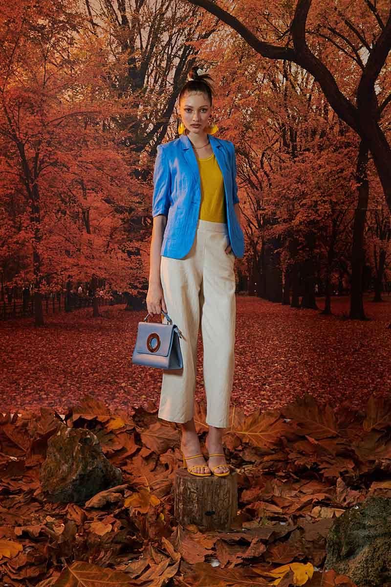 Phối màu phù hợp giúp nàng diện vest trẻ trung và năng động hơn rất nhiều
