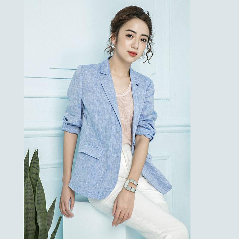 Diện áo vest với quần jeans skinny sẽ khiến bạn trông rất năng động và phong cách